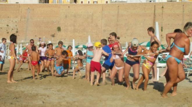 Giochi extralarge sulla sabbia
