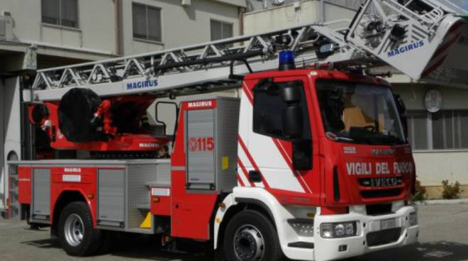 Nuova autoscala per i vigili del fuoco