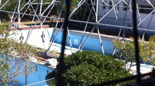 Svuotata la piscina: i primi cambiamenti del parco