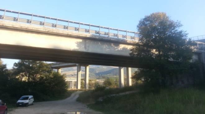 Il viadotto del Liscione perde pezzi