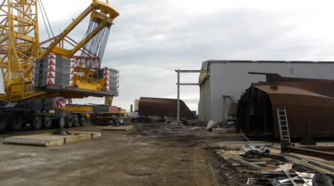 Cantieri navali: demolizione di un'azienda