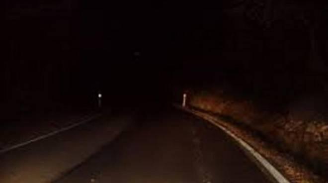 5705e10fd2 Sembrerebbe che il problema interessi, a macchia di leopardo e in tempi  alterni, l'intera cittadina. Si tratta dei lampioni della pubblica  illuminazione ...