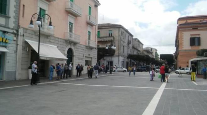 Nuovi pali luminosi in Piazza Monumento