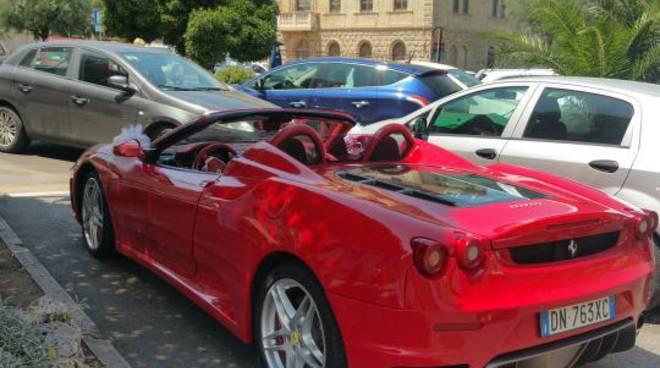Matrimonio In Ferrari : Ferrari fiammante in piazza per un matrimonio curiosità fra