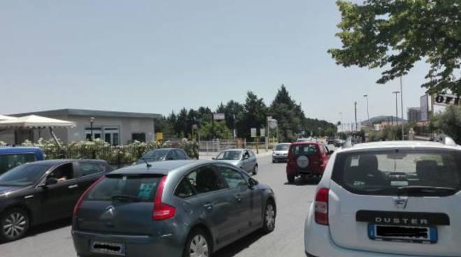 Dipingere Strisce Parcheggio : Raccolta firme eliminazione strisce blu u area stazione
