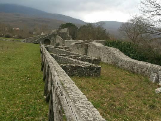 Altilia, antiche rovine e moderni abbandoni