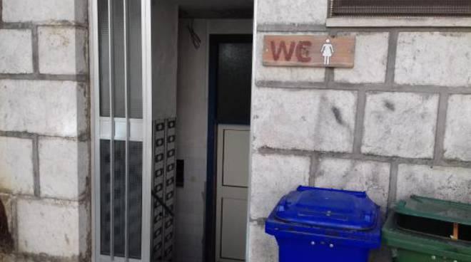 """Degrado nei bagni pubblici di via Palombo. Il sindaco: """"Presto uno ..."""