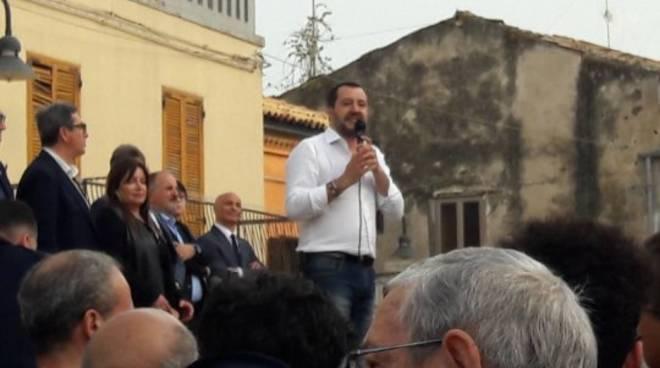 Salvini popstar in piazza Duomo