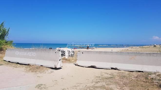 lastre-cemento-per-impedire-accesso-in-spiaggia-ai-veicoli-133798