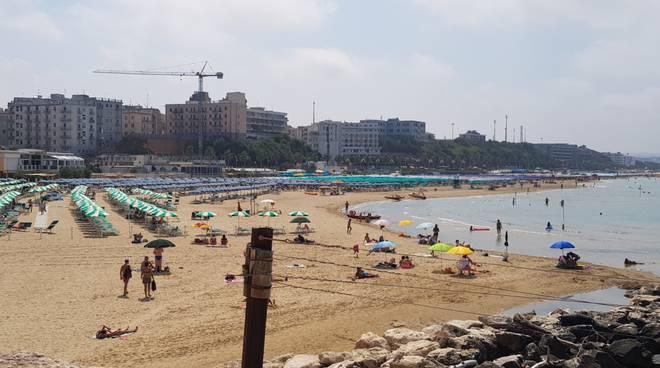 spiagge-affollate-bagnanti-131762