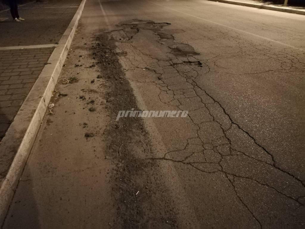 via-arno-strada-dissestata-e-marciapiedi-impercorribli-132628