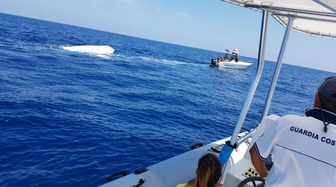 barca-affondata-134651