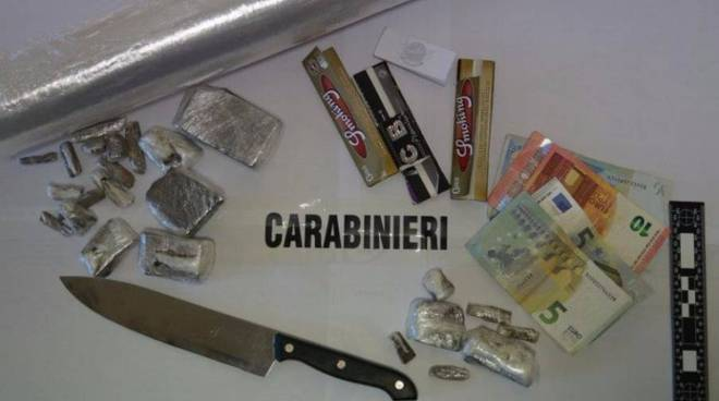 sequestro droga e coltello