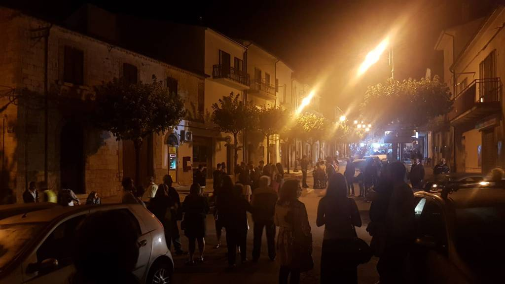 gente in strada a Palata