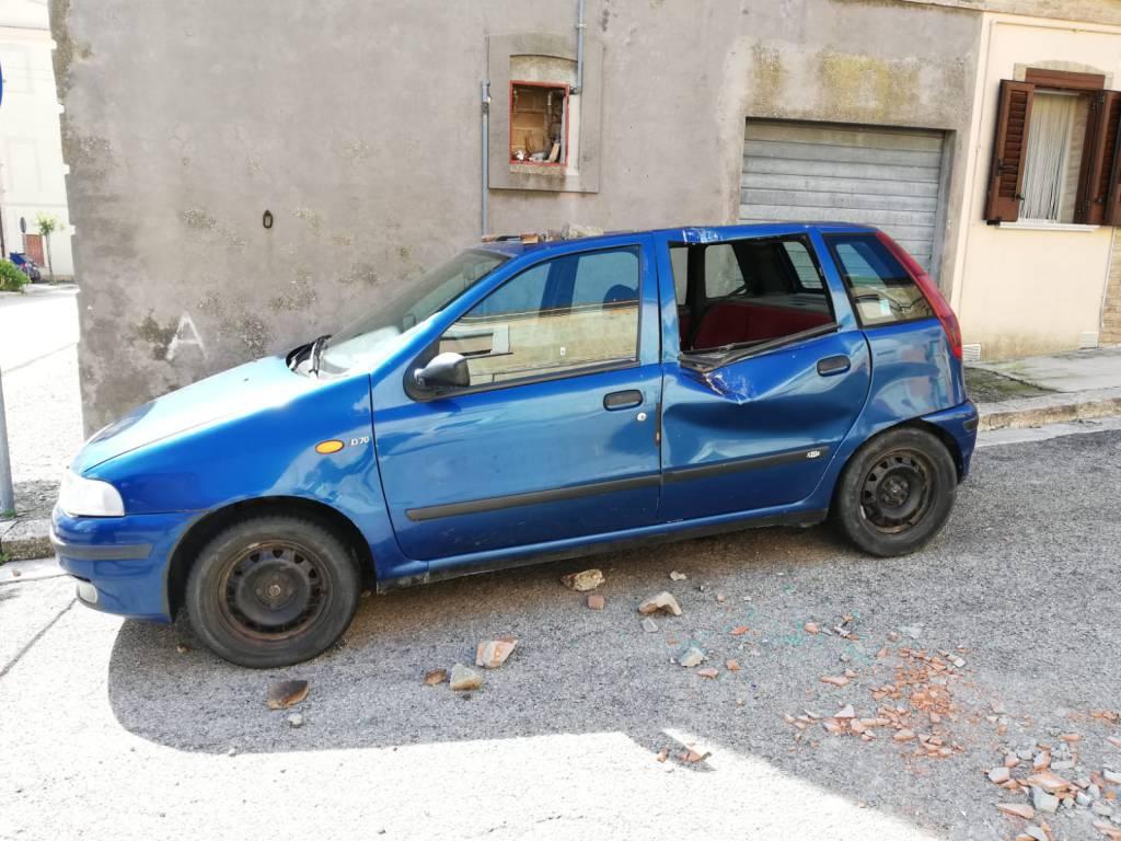 auto danneggiata dal terremoto