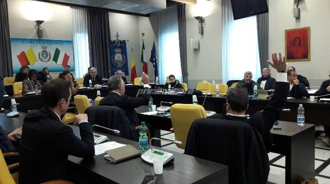 consiglio-comunale-sbrocca-136218