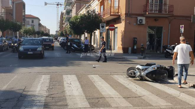 incidente-auto-contro-scooter-137195