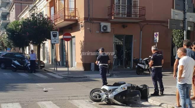 incidente-auto-contro-scooter-137196