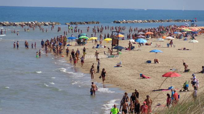 spiagge-affollate-136534