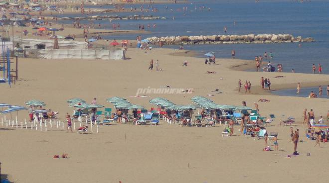 spiagge-affollate-in-autunno-137200