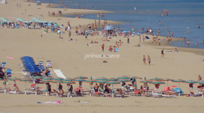 spiagge-affollate-in-autunno-137201