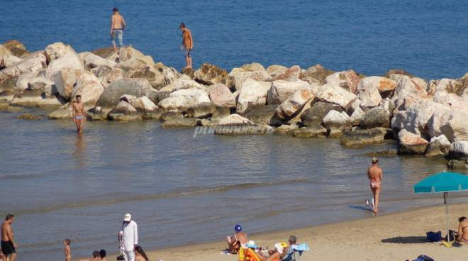 spiagge-affollate-in-autunno-137202