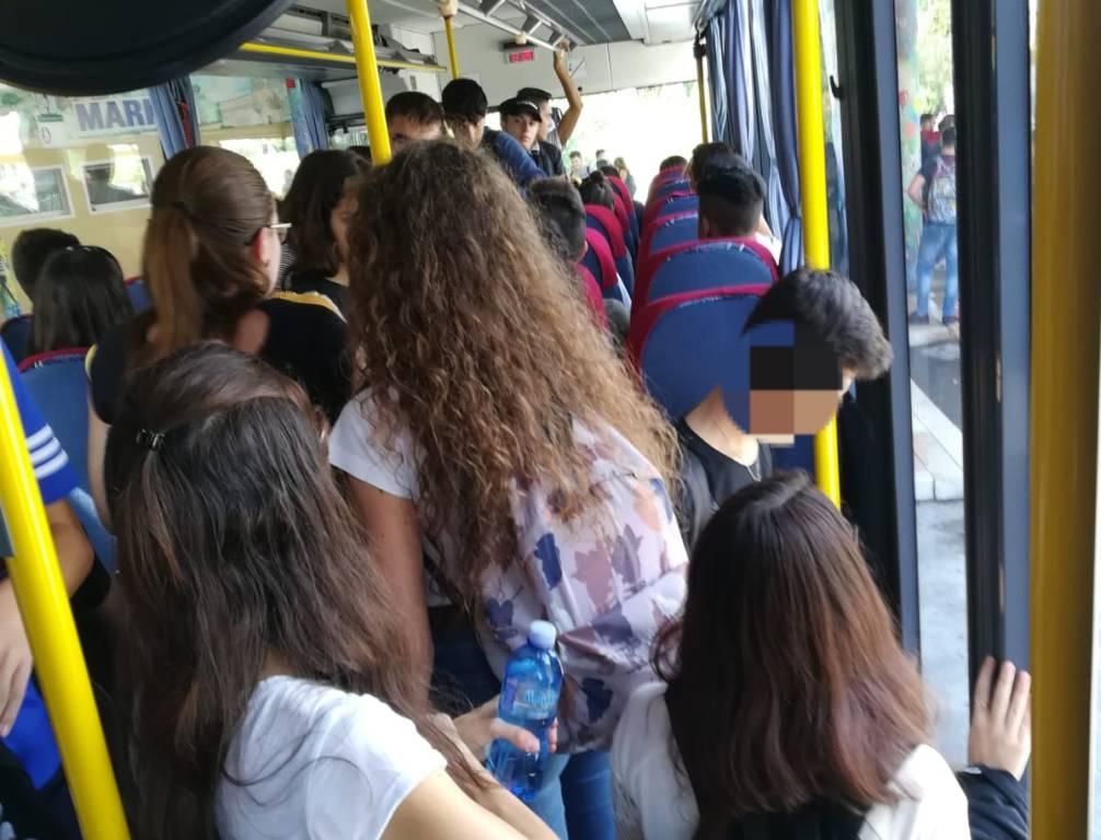Studenti autobus pieni