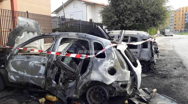 Auto esplosa via pertini