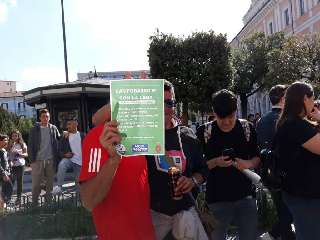 volantini Lega alla manifestazione studenti Campobasso