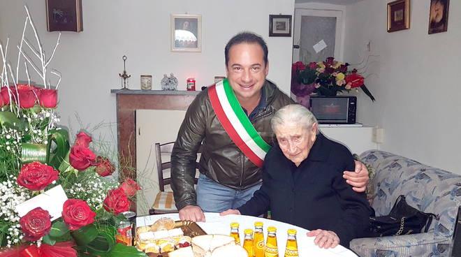 centenaria Montenero con sindaco