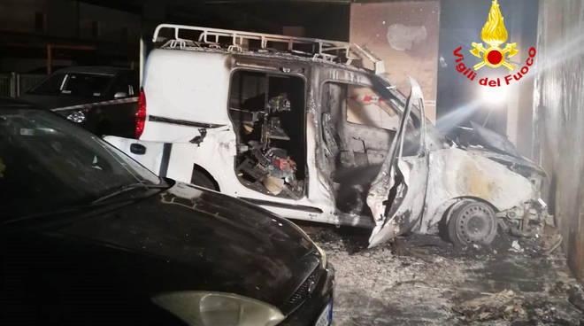 furgone-in-fiamme-137665