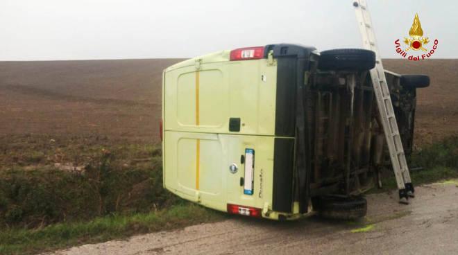 furgone-ribaltato-139176