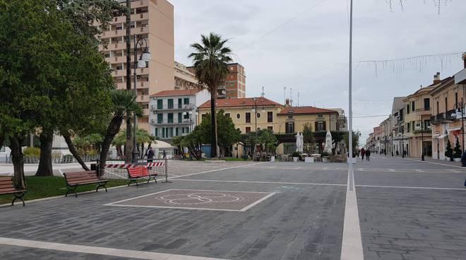 piazza-monumento-termoli-140541