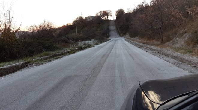 Strada San Felice ghiacciata