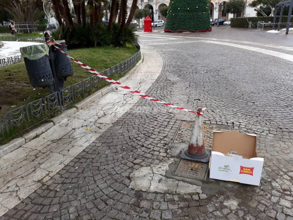 piazza-municipio-danneggiata-143234