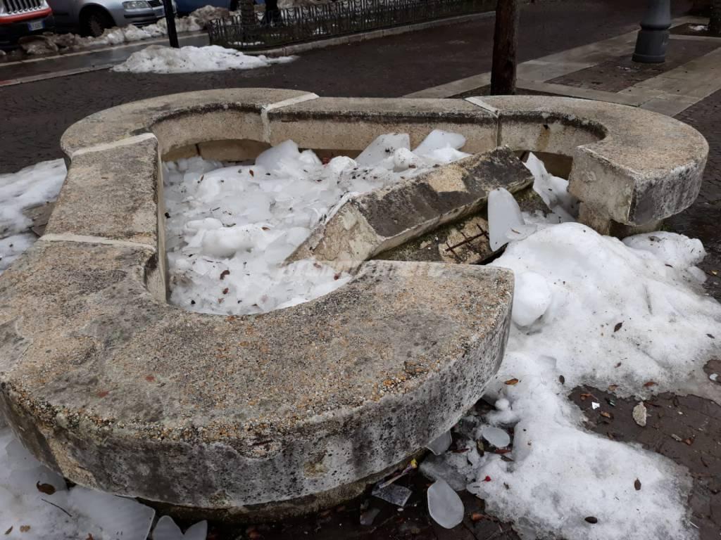 piazza-municipio-danneggiata-143235