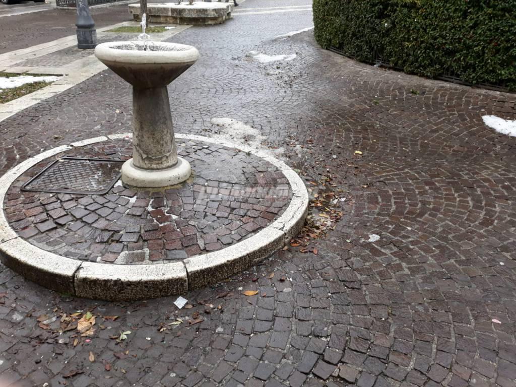 piazza-municipio-danneggiata-143236