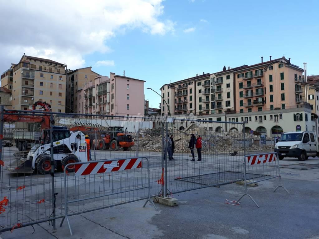 deposito-crollato-demolizione-record-144272