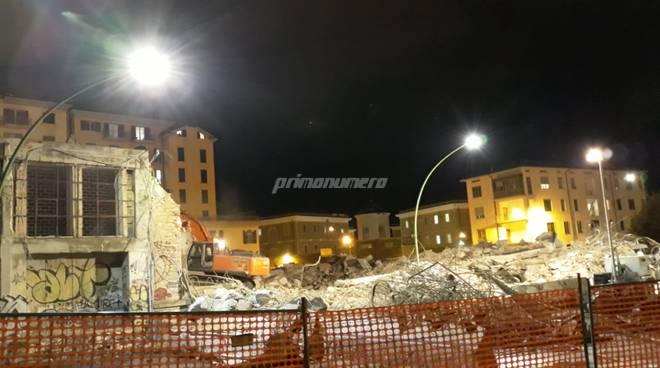 deposito crollato abbattimento notte Campobasso