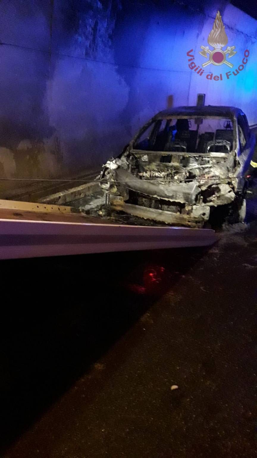 civitanova auto incendiata