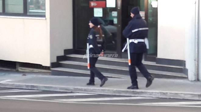 Polizia municipale finto manganello