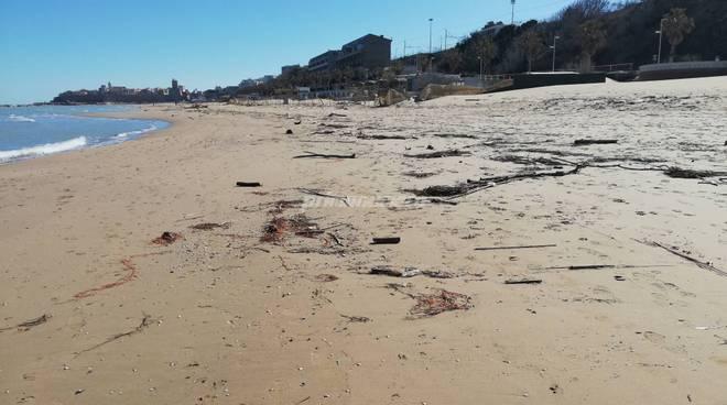 rifiuti-in-spiaggia-145547