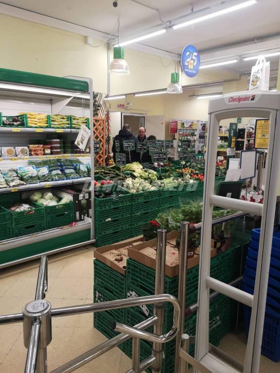 rapina supermercato Md via Puglia
