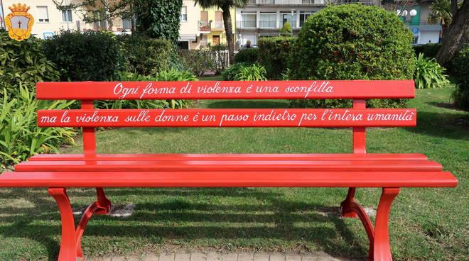 panchina rossa a Montenero