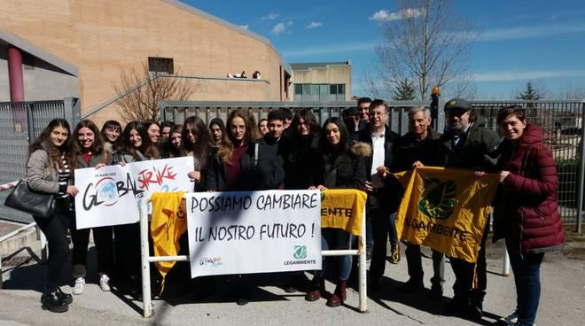studenti-in-piazza-contro-il-cambiamento-climatico-146361