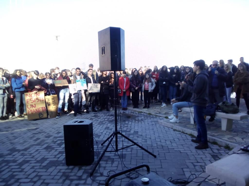 studenti-in-piazza-contro-il-cambiamento-climatico-146363