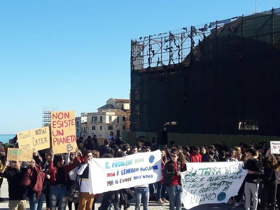 studenti-in-piazza-contro-il-cambiamento-climatico-146365
