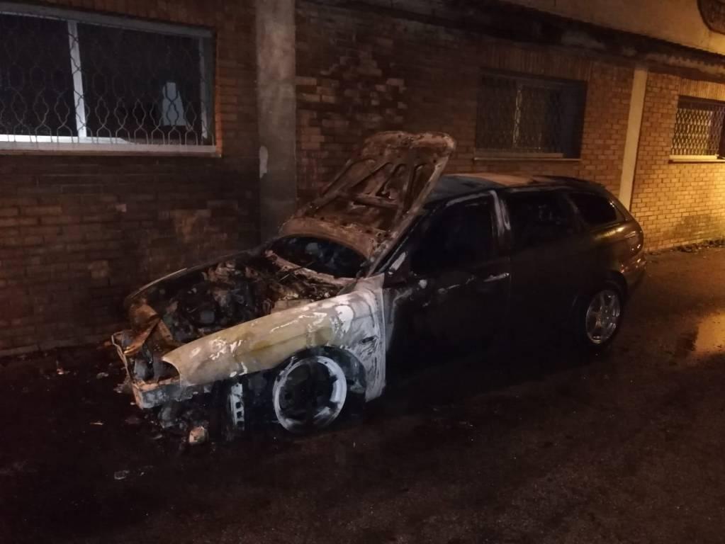 Auto a fuoco Petacciato