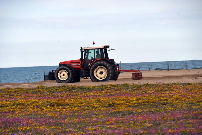 trattore in spiaggia