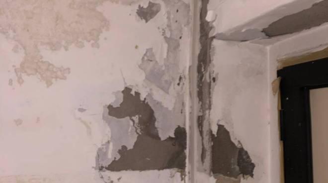 muffa-crepe-e-umidita-uffici-curia-147818